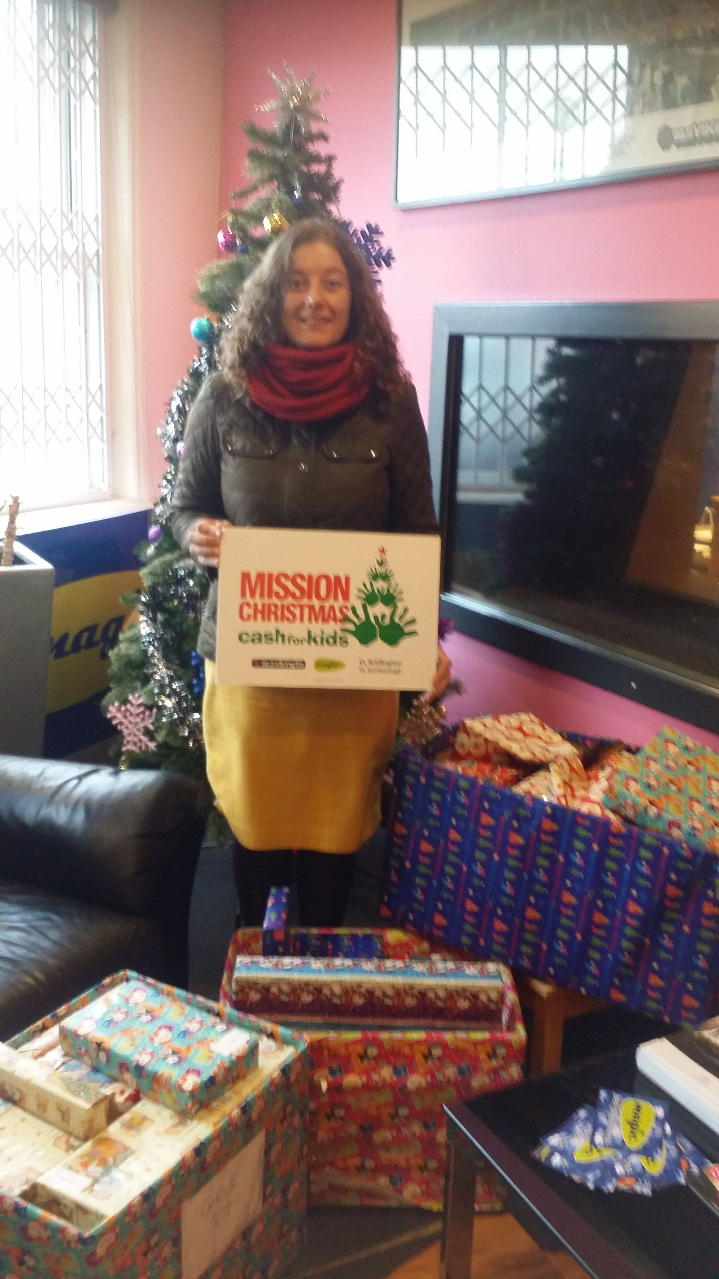 Glews Donates Gifts to Viking FM Christmas Appeal